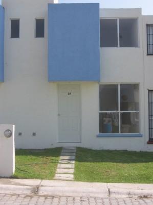 rento casa nueva con alberca en temixco, 3 rec. 1/2 ba�o, jard�n, y estacio
