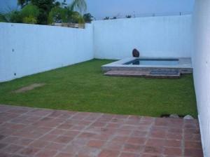 rento hermosa casa estilo minimalista con alberca en cuernavaca