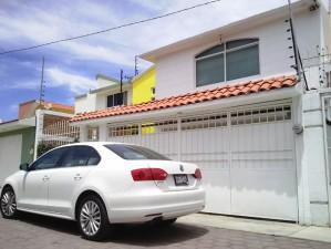 hermosa residencia en calle privada metepec como nueva