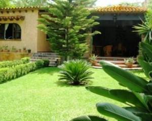 3 habitaciones y 2 bungalows, alberca, jardines para 20 personas
